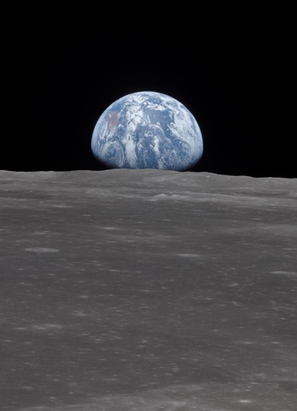 Kaip Mėnulis veikia žemę?